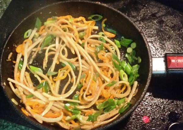 Daikon Noodles Capsicum